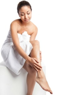 woman-putting-on-lotion.pf_